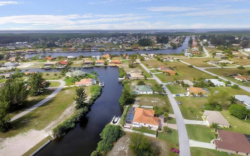 3230 SW 3rd Ln, Cape Coral - House For Sale 757420405