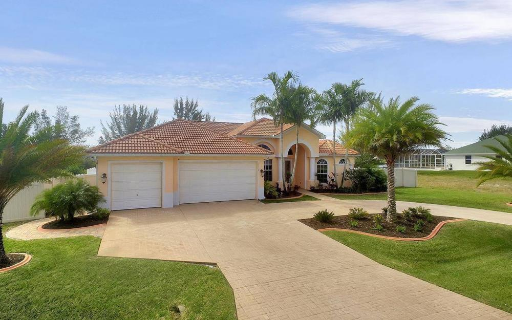 3230 SW 3rd Ln, Cape Coral - House For Sale 991047364