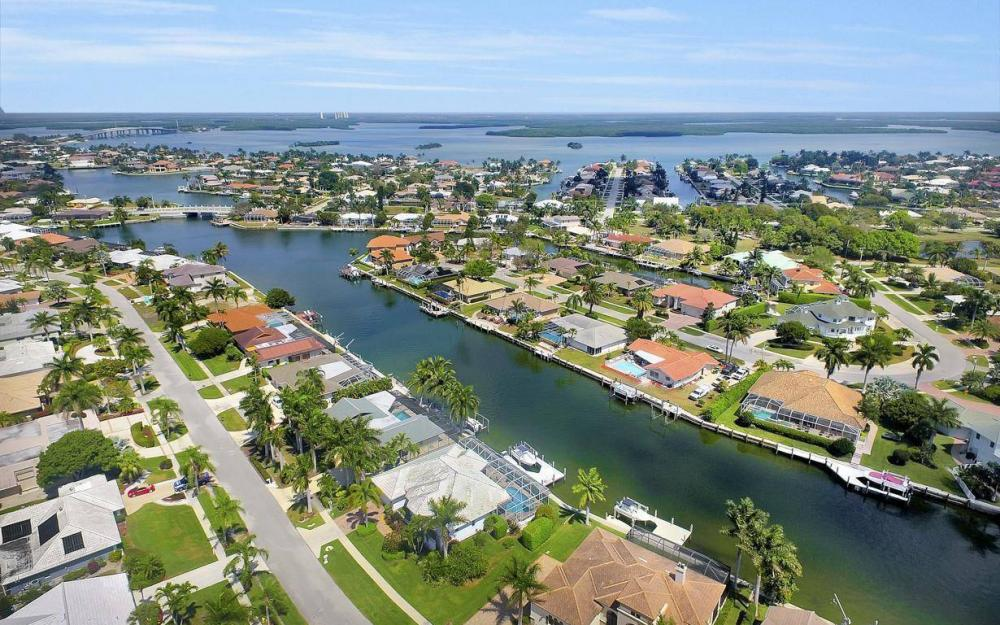 363 Nassau Ct, Marco Island - House For Sale 1642178551