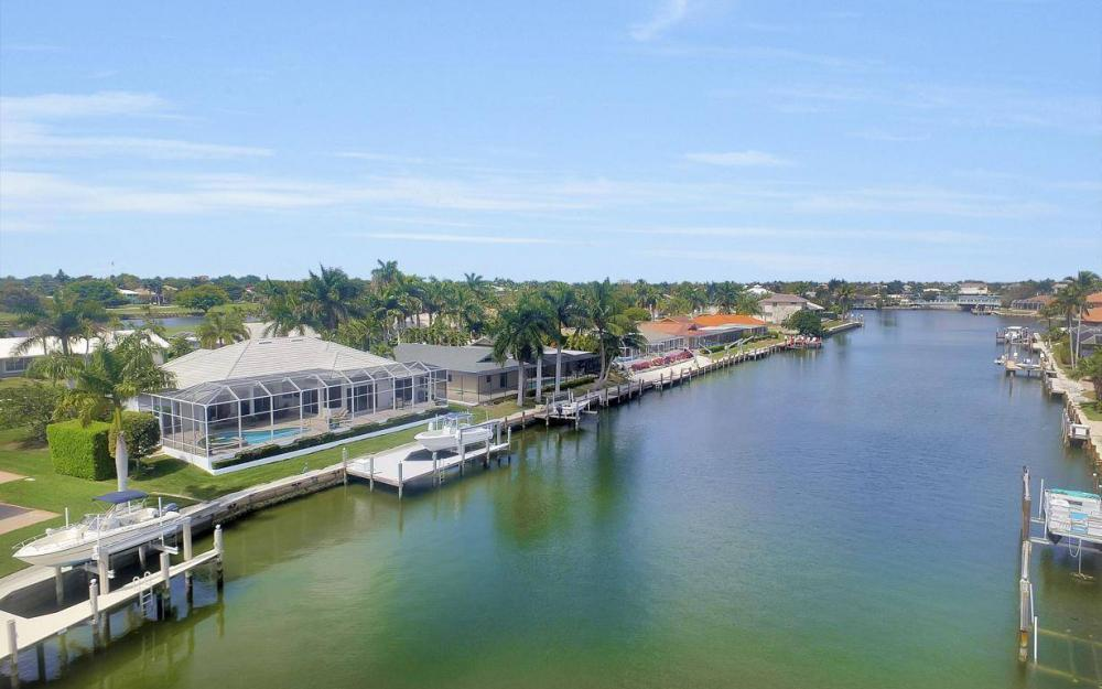363 Nassau Ct, Marco Island - House For Sale 1005082971