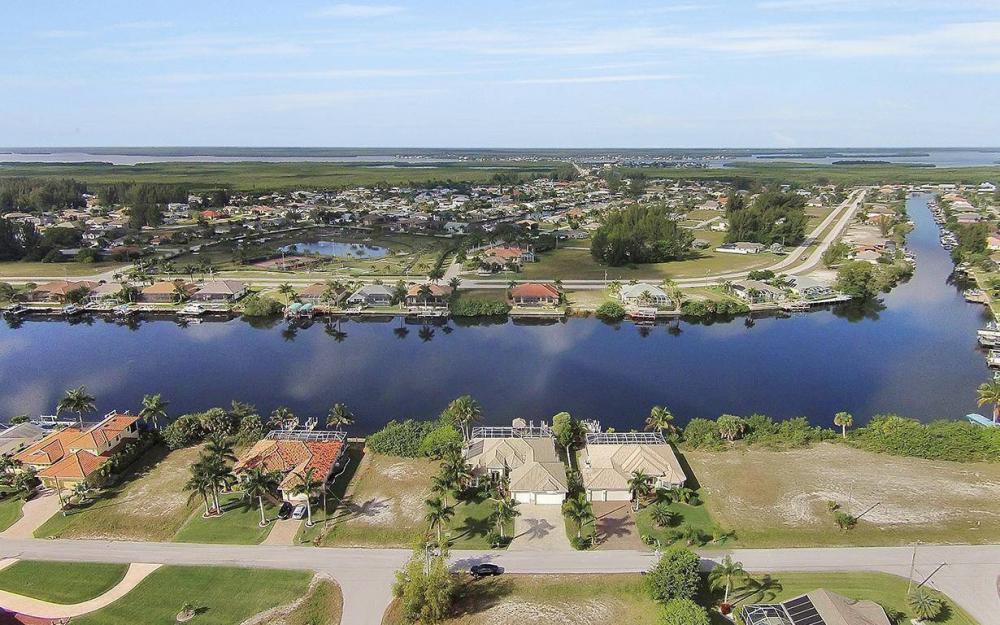 324 SW 33rd Ave, Cape Coral - House For Sale 54485189