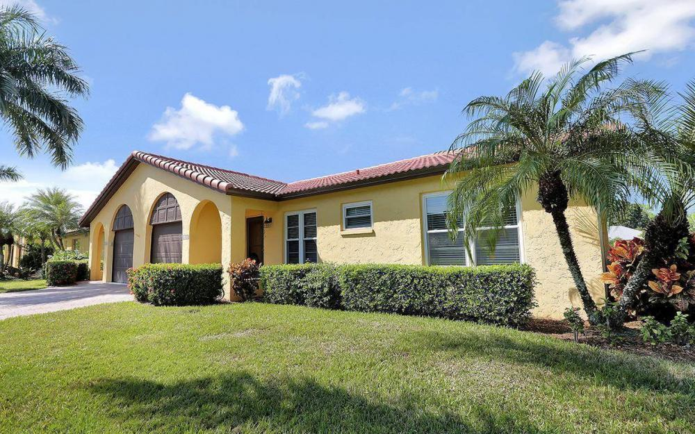 1036 Forest Lakes Dr, Naples - House For Sale 1028860568