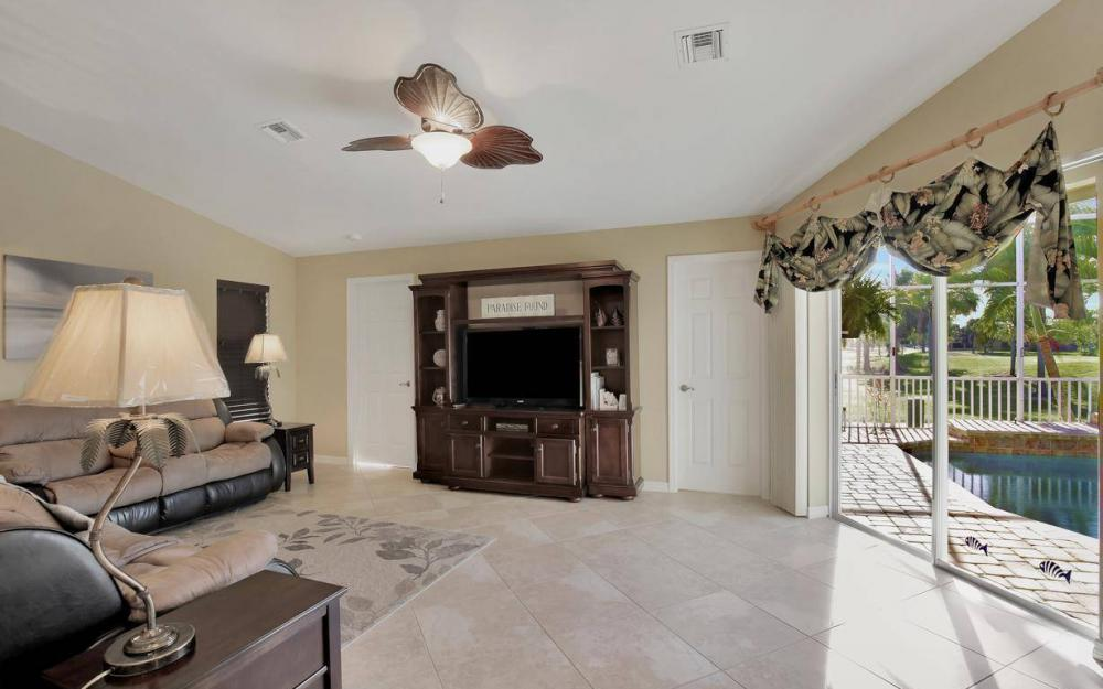 11962 Royal Tee Cir, Cape Coral - House For Sale 532081716