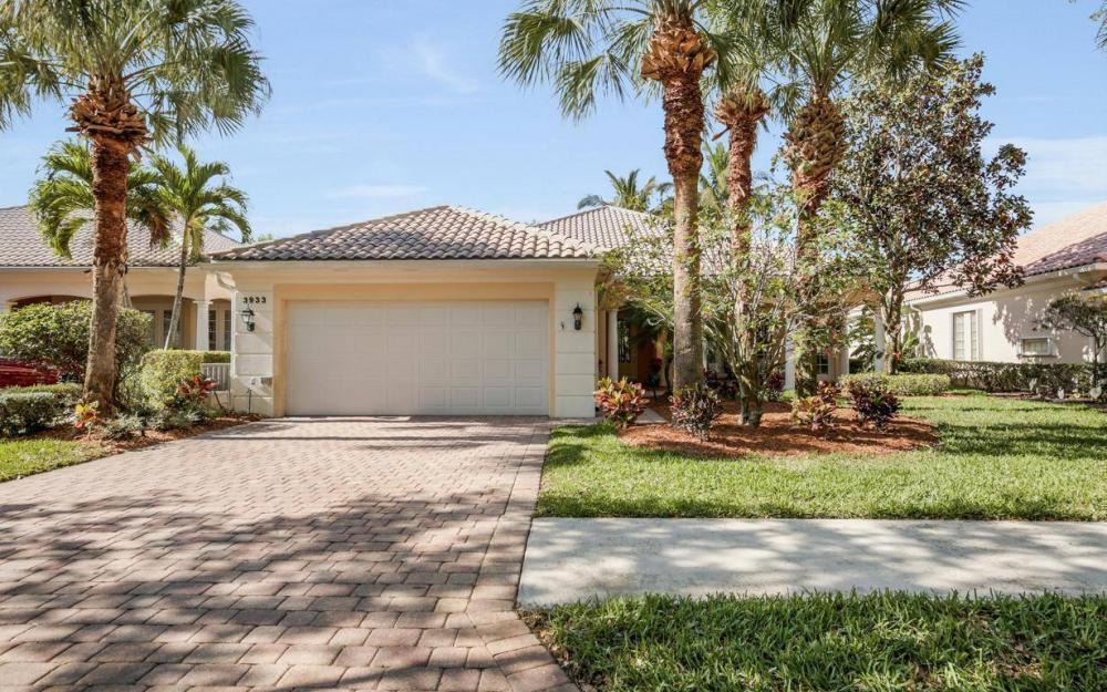 3933 Upolo Ln, Naples - House For Sale 1745695006