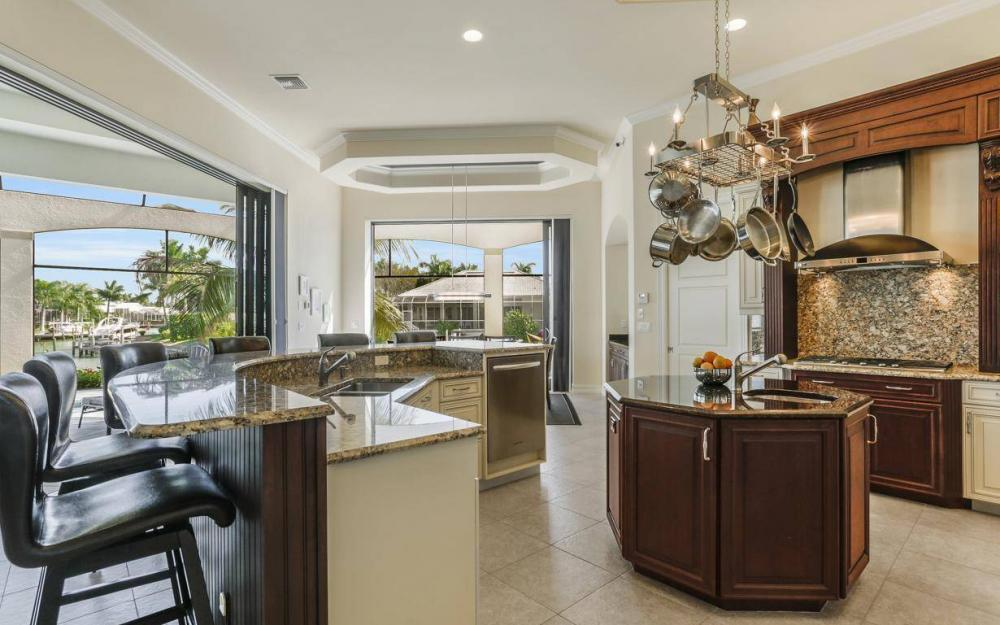 668 Thrush Ct, Marco Island - House For Sale 551378157