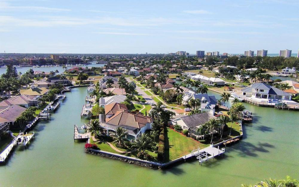 668 Thrush Ct, Marco Island - House For Sale 1175920322