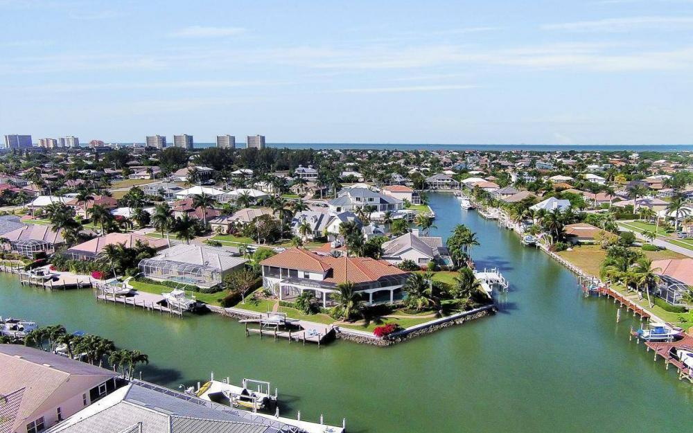 668 Thrush Ct, Marco Island - House For Sale 2013043312