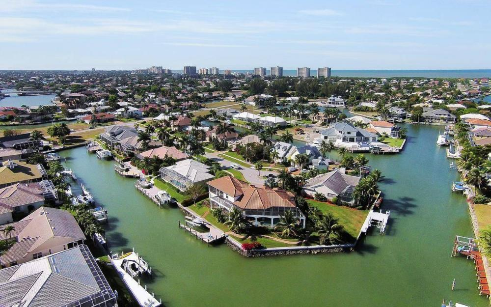 668 Thrush Ct, Marco Island - House For Sale 310988320