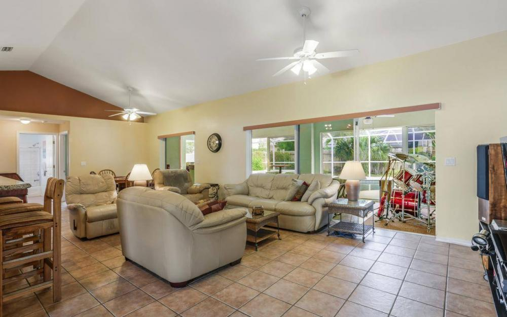 619 SE 19th St, Cape Coral - House For Sale 1739328841