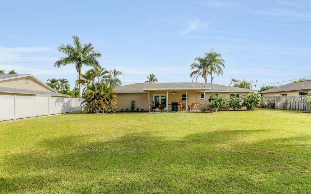 142 Willoughby Dr, Naples - House For Sale 240279235