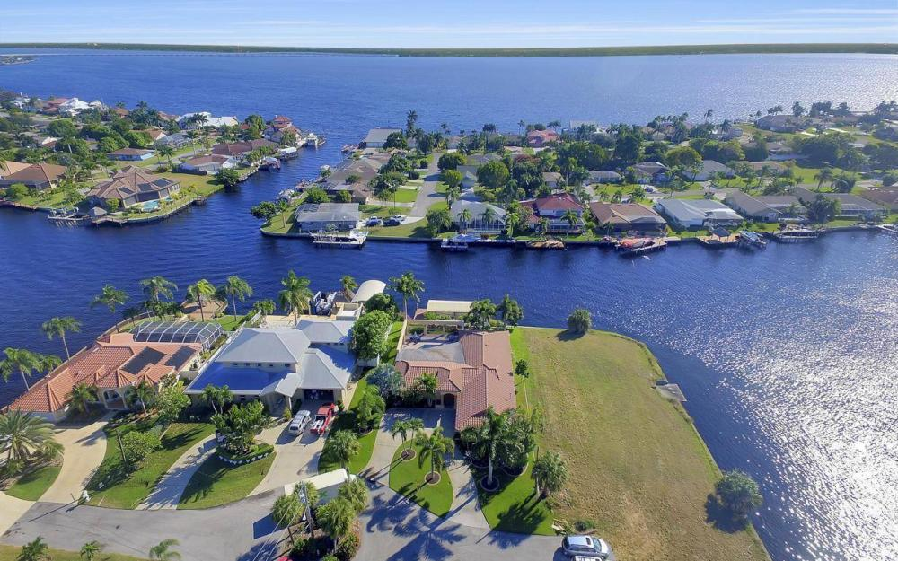 1943 SE 32nd Ter, Cape Coral - House For Sale 9449122