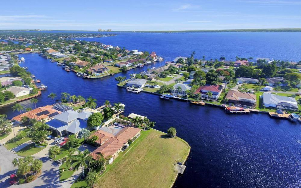 1943 SE 32nd Ter, Cape Coral - House For Sale 903366478