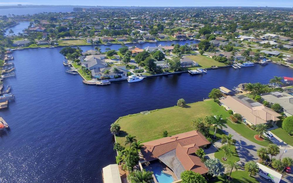 1943 SE 32nd Ter, Cape Coral - House For Sale 1258632113