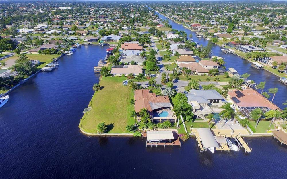 1943 SE 32nd Ter, Cape Coral - House For Sale 424509111