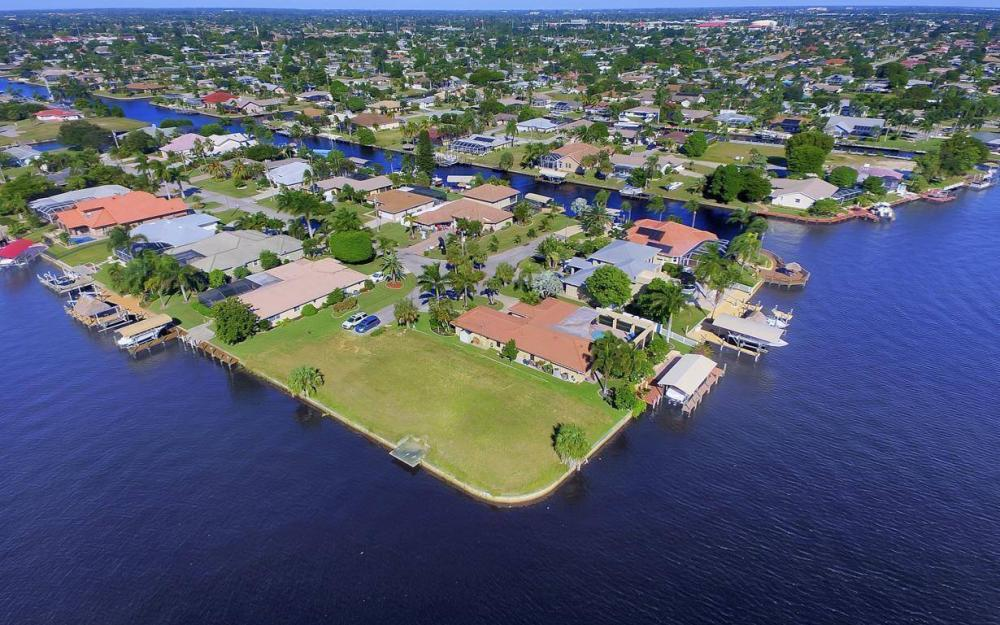 1943 SE 32nd Ter, Cape Coral - House For Sale 1175138490