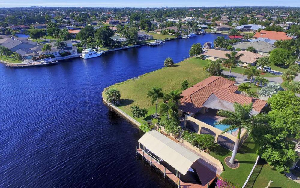 1943 SE 32nd Ter, Cape Coral - House For Sale 1726431094