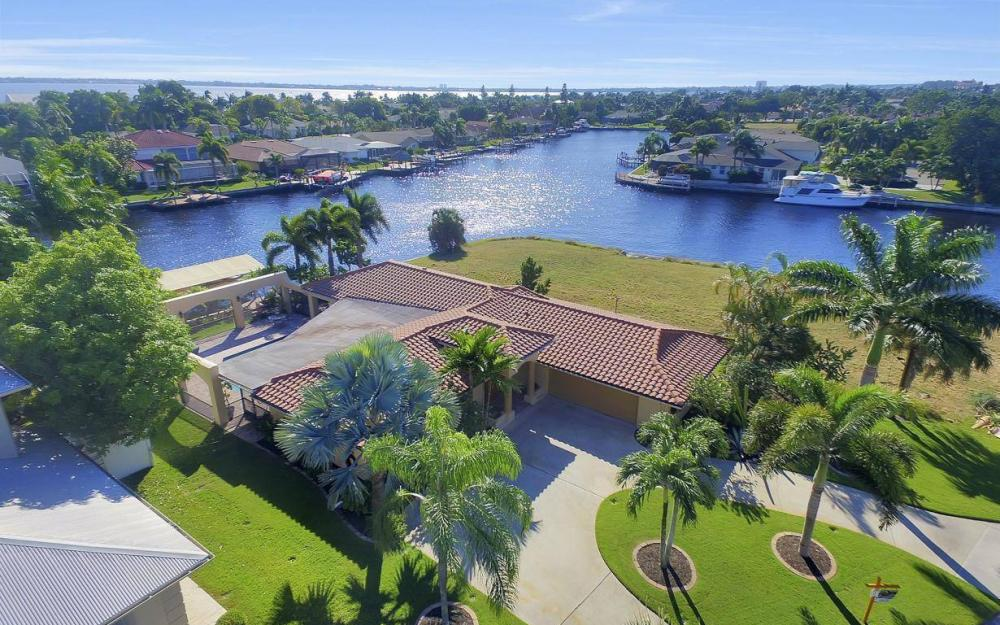 1943 SE 32nd Ter, Cape Coral - House For Sale 1566249027