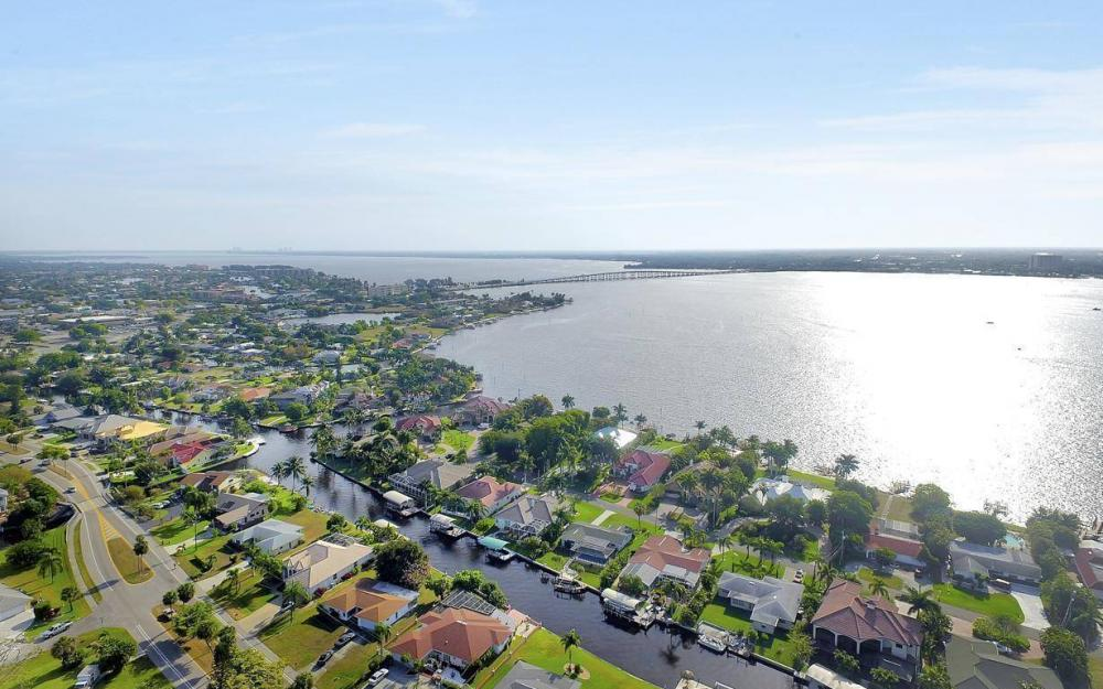 1408 Venetian Ct, Cape Coral - House For Sale 229112322