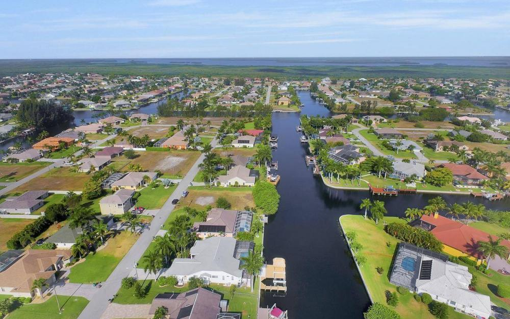 2615 SW 35th Ln, Cape Coral - House For Sale 1064673522
