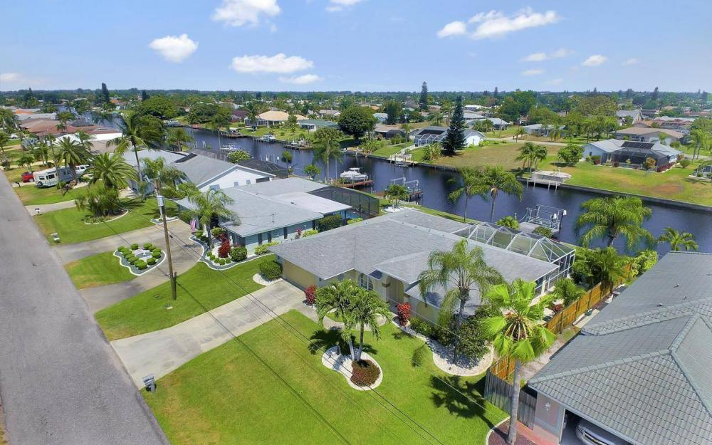 1315 SE 32nd Ter,  Cape Coral - House For Sale 1573253674