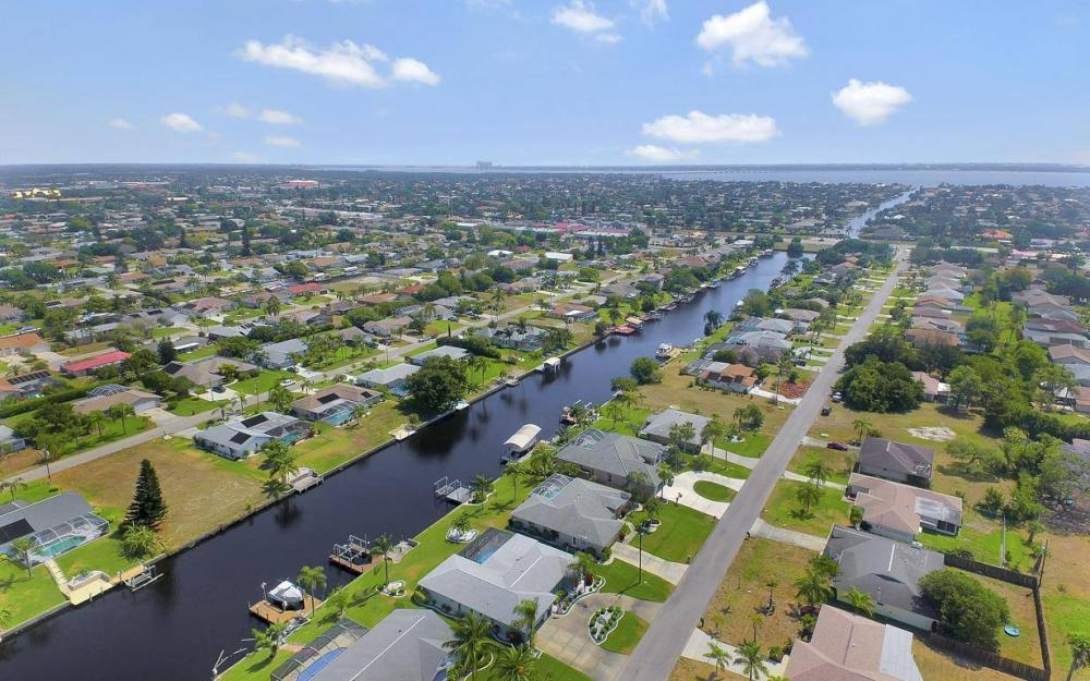 1315 SE 32nd Ter,  Cape Coral - House For Sale 2101575719
