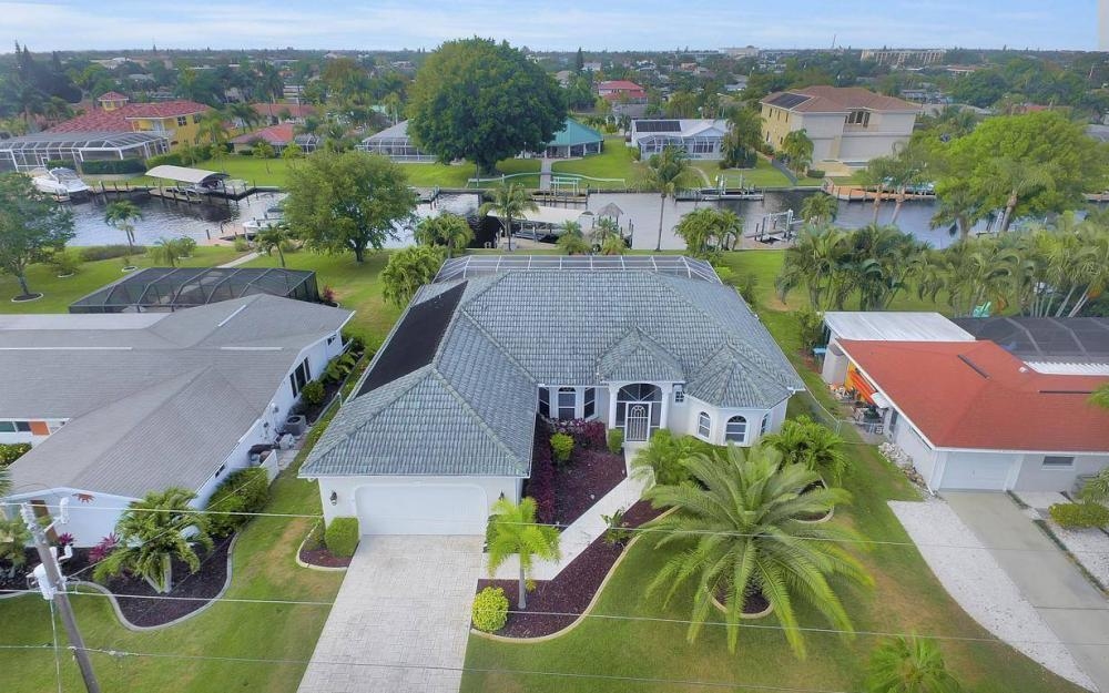 1429 Wellington Ct, Cape Coral - House For Sale 459052048