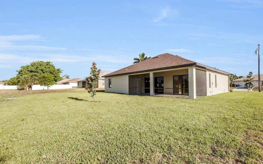 718 SW 12th St, Cape Coral - House For Sale 608100632