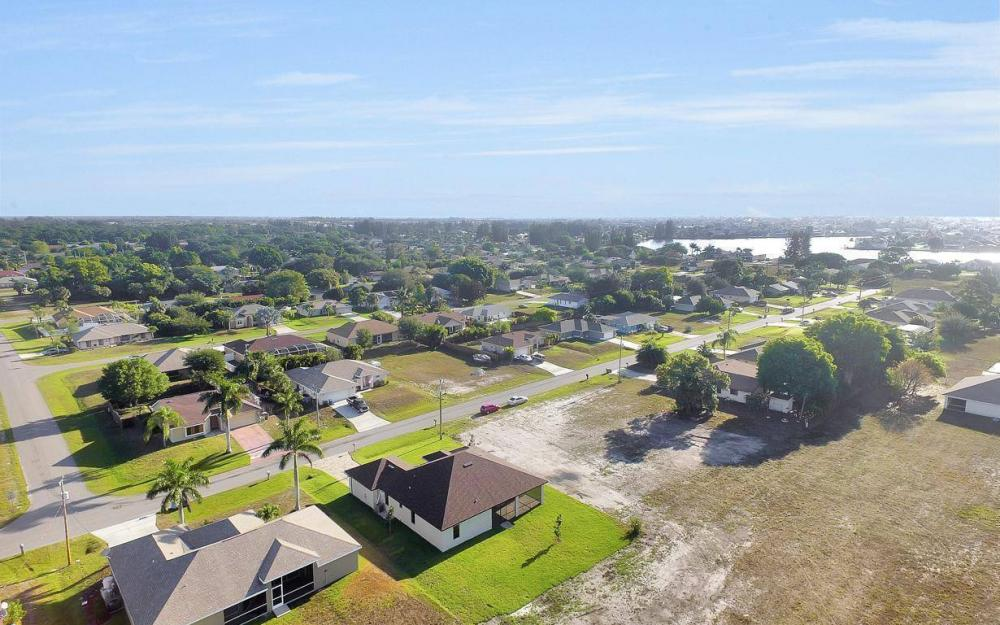 718 SW 12th St, Cape Coral - House For Sale 979603347