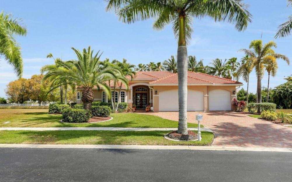1903 Lagoon Ln, Cape Coral - House For Sale 821297715