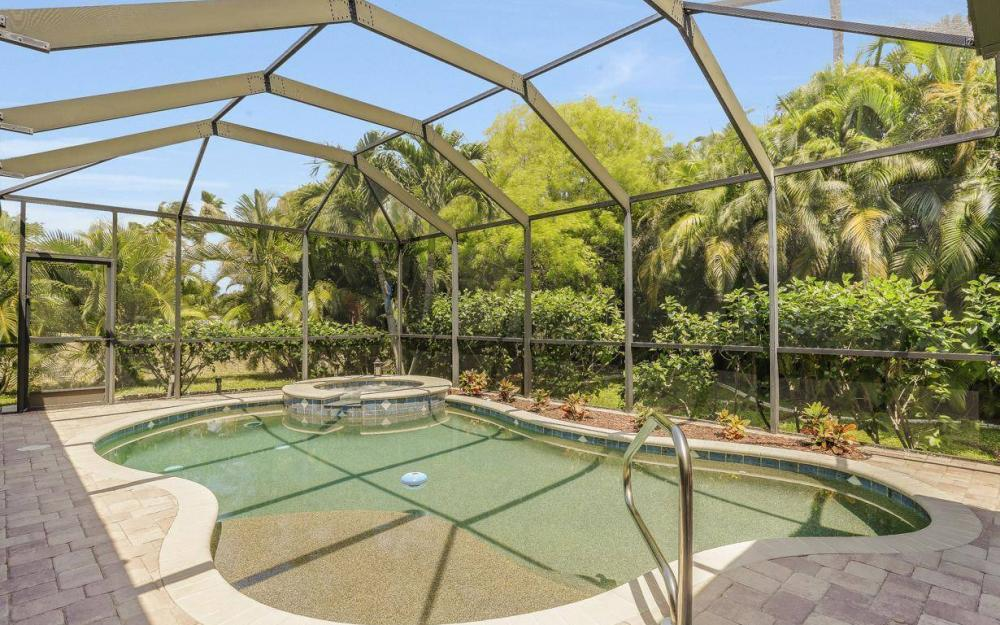 1903 Lagoon Ln, Cape Coral - House For Sale 1077510855