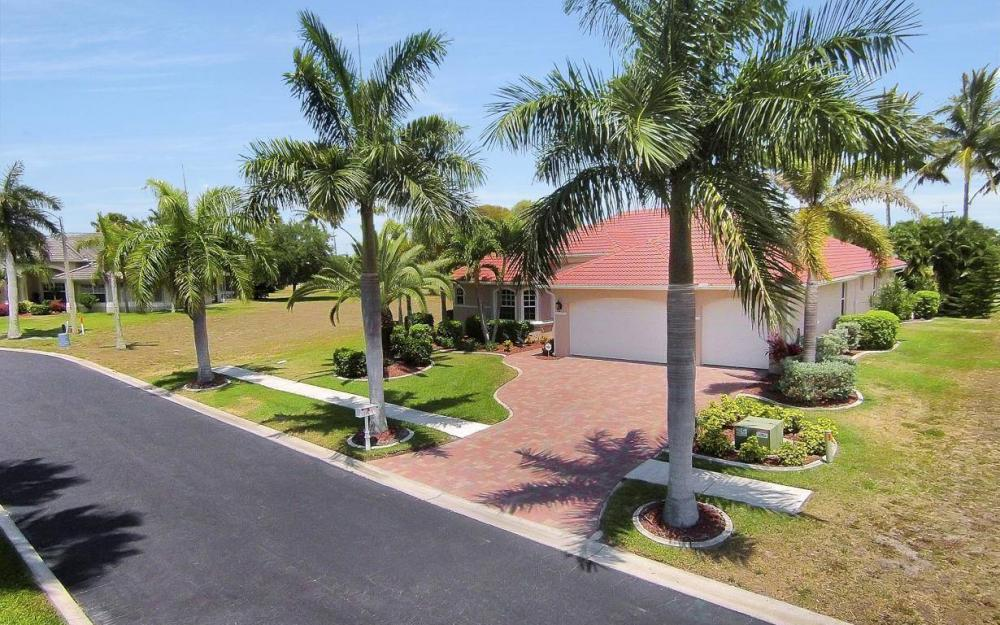 1903 Lagoon Ln, Cape Coral - House For Sale 278319460