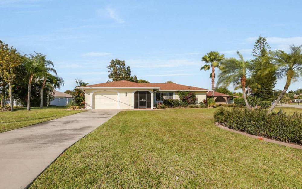 3301 Country Club Blvd, Cape Coral - House For Sale 424688050
