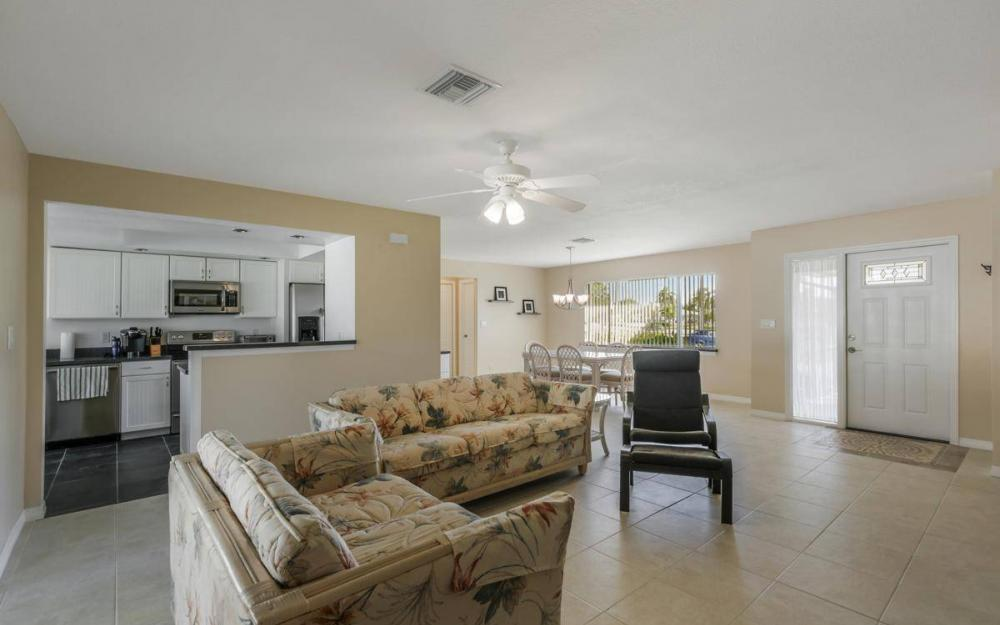 3301 Country Club Blvd, Cape Coral - House For Sale 21112666