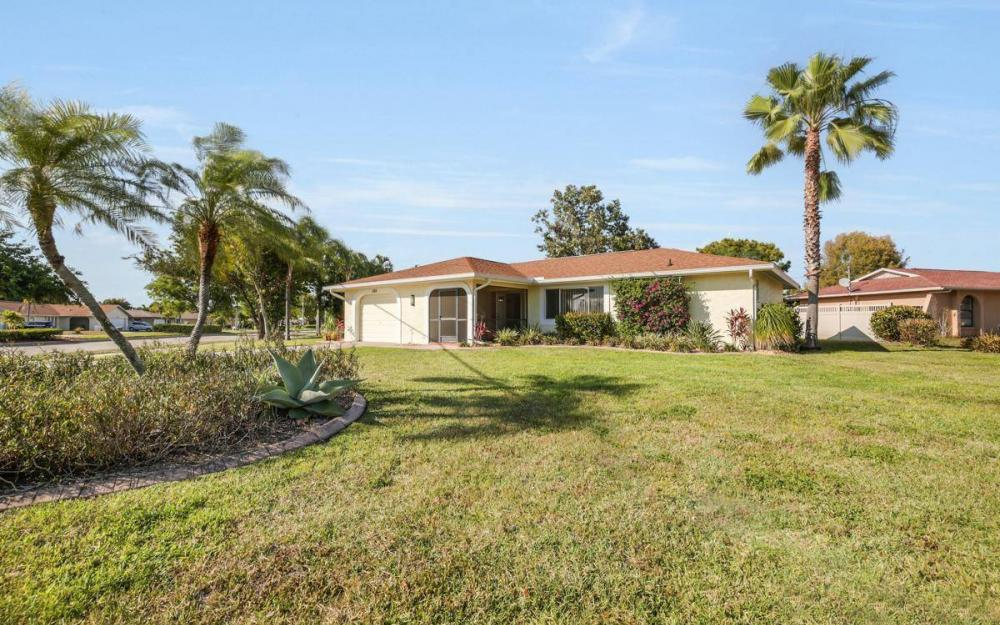 3301 Country Club Blvd, Cape Coral - House For Sale 2120959270