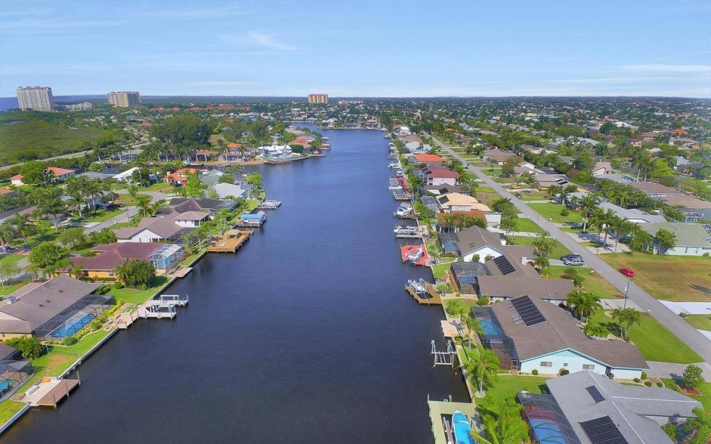 612 SW 56th St, Cape Coral - House For Sale 649621395