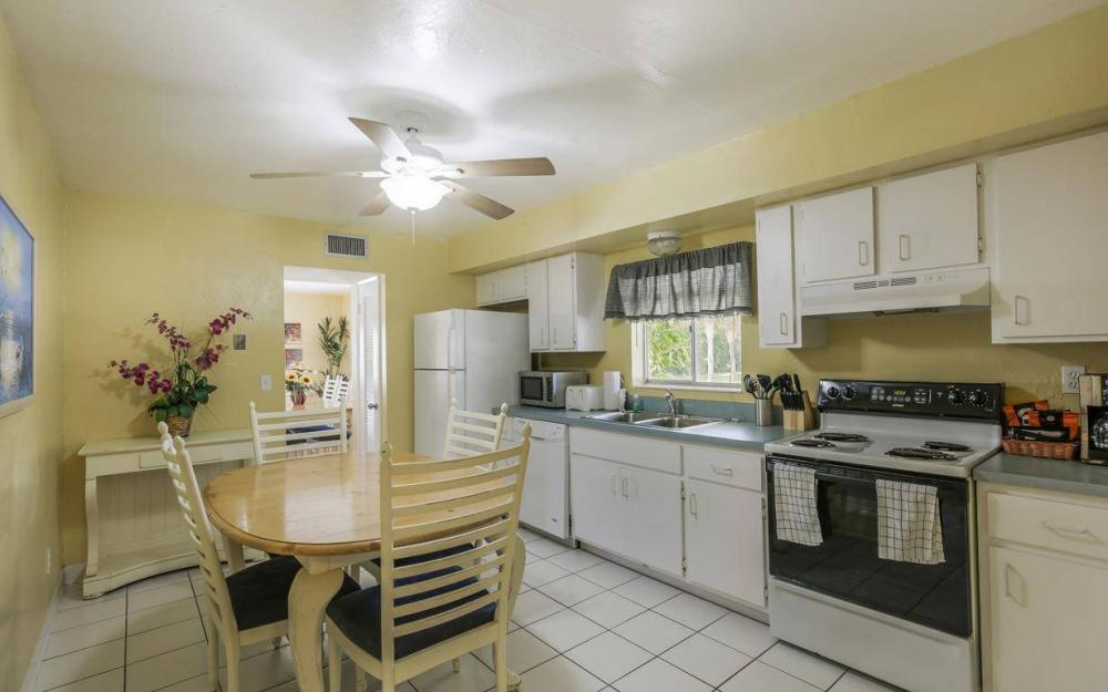 610 Donax St, Sanibel - Tri-Plex For Sale 1203183318