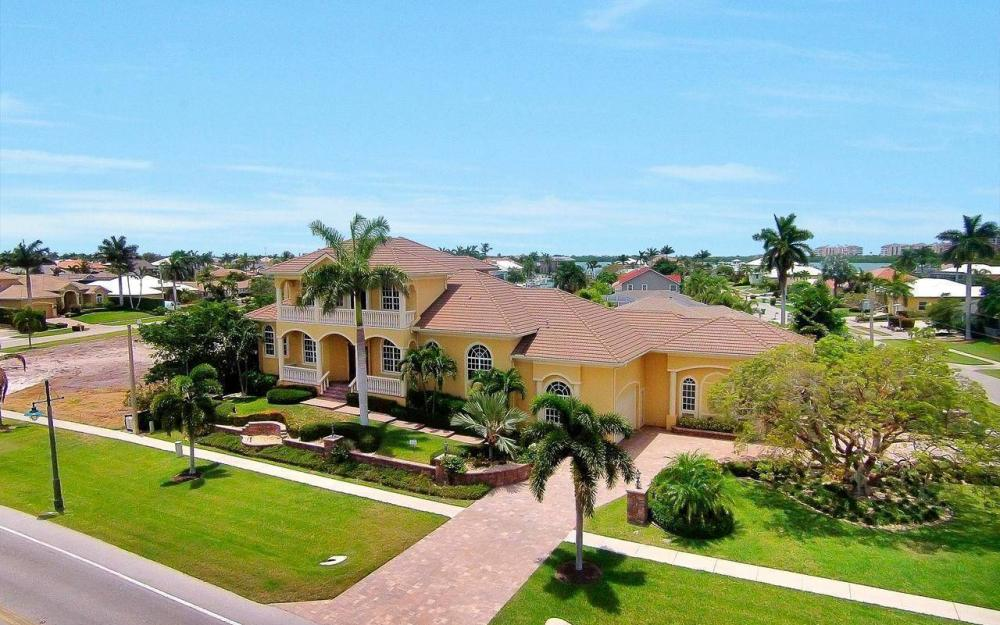 1026 Bald Eagle Dr, Marco Island - House For Sale 2114016928