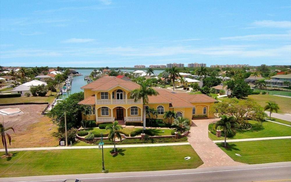 1026 Bald Eagle Dr, Marco Island - House For Sale 226122407