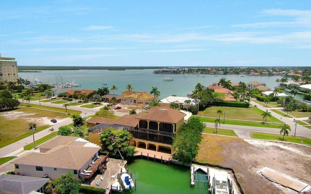 1026 Bald Eagle Dr, Marco Island - House For Sale 92264245