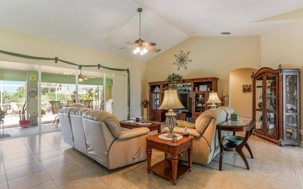 613 SW 43 Ln, Cape Coral - House For Sale 565004248