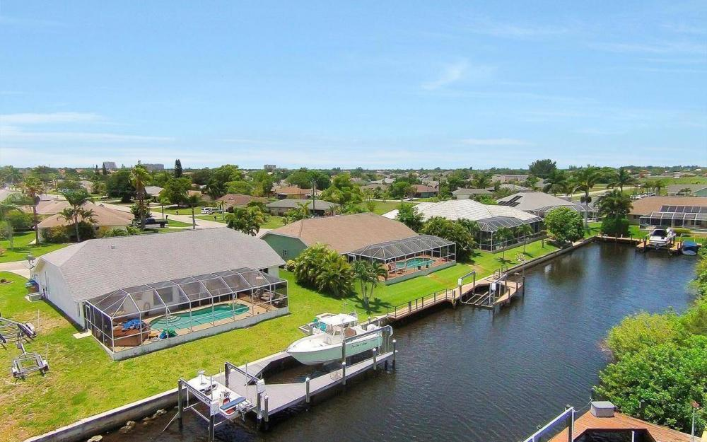613 SW 43 Ln, Cape Coral - House For Sale 323978356