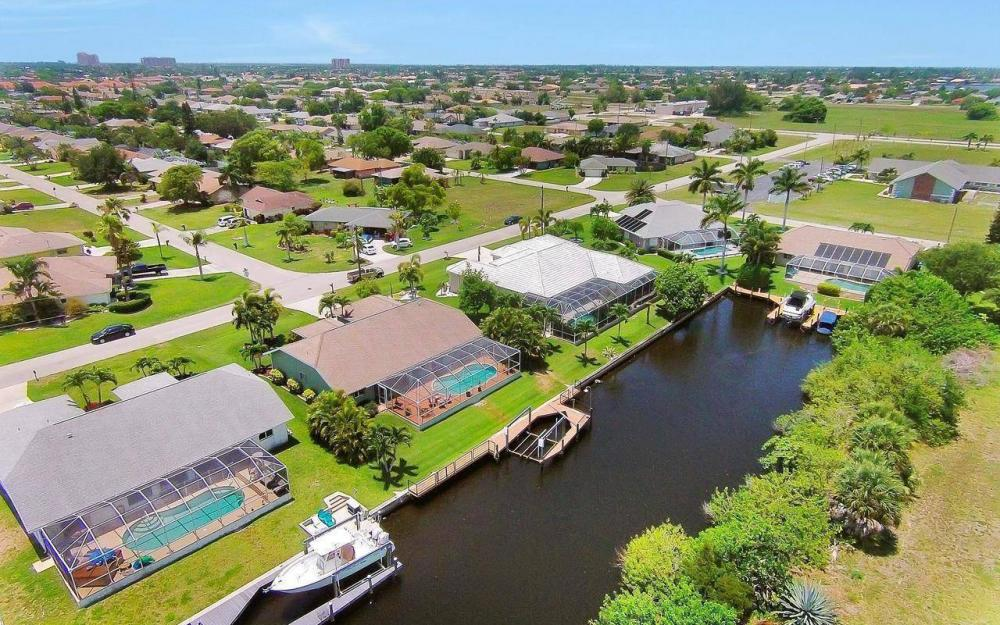 613 SW 43 Ln, Cape Coral - House For Sale 683812154