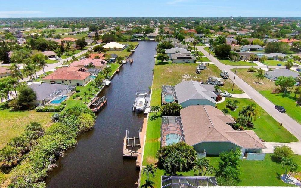 613 SW 43 Ln, Cape Coral - House For Sale 619438184