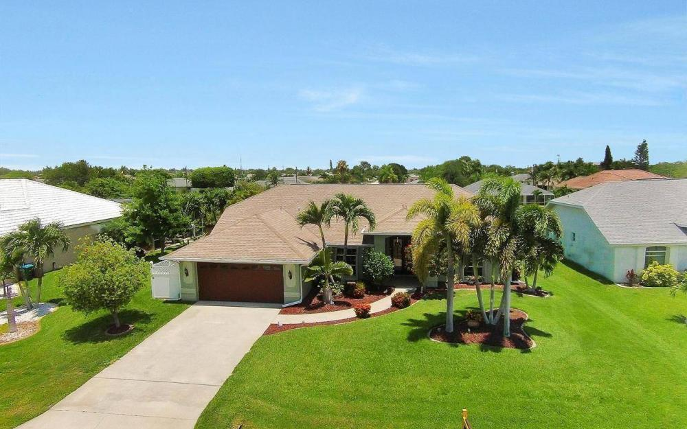 613 SW 43 Ln, Cape Coral - House For Sale 56662436