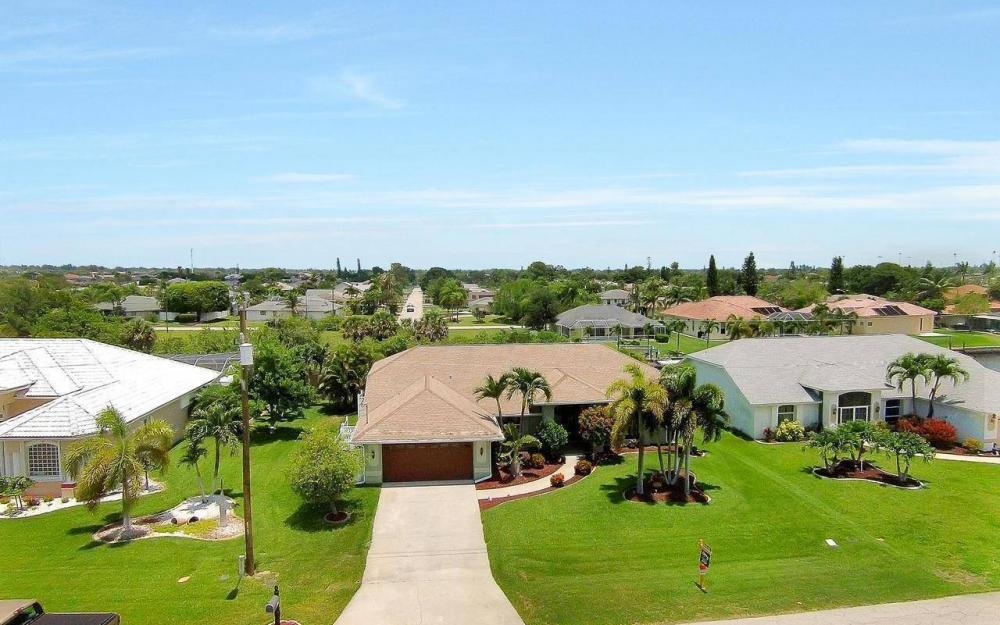 613 SW 43 Ln, Cape Coral - House For Sale 282518059
