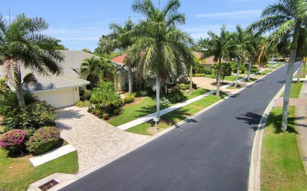 1821 Lagoon Ln, Cape Coral - House For Sale 821722750