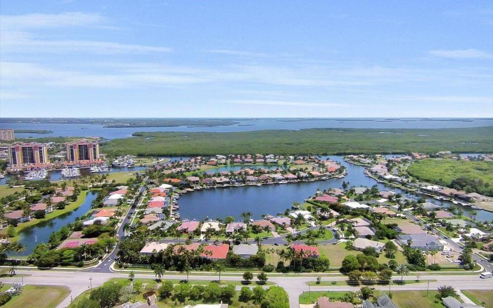 1821 Lagoon Ln, Cape Coral - House For Sale 138589372