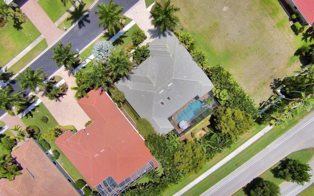 1821 Lagoon Ln, Cape Coral - House For Sale 1040883259