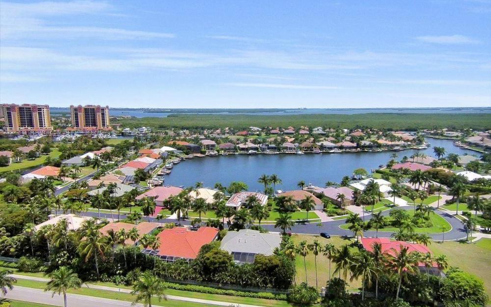 1821 Lagoon Ln, Cape Coral - House For Sale 1773556932