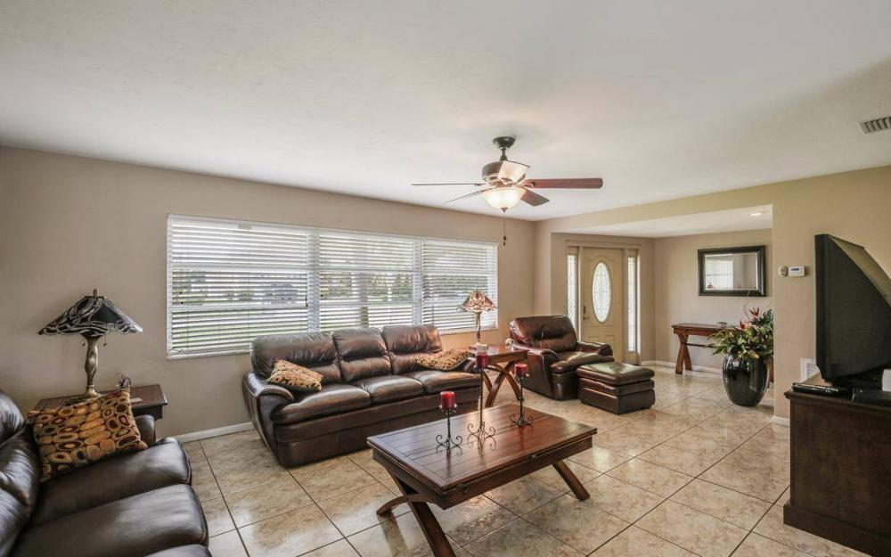 414 Avalon Dr, Cape Coral - House For Sale 212642617